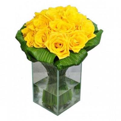 Arranjo Rosas Amarelas no Vidro Médio