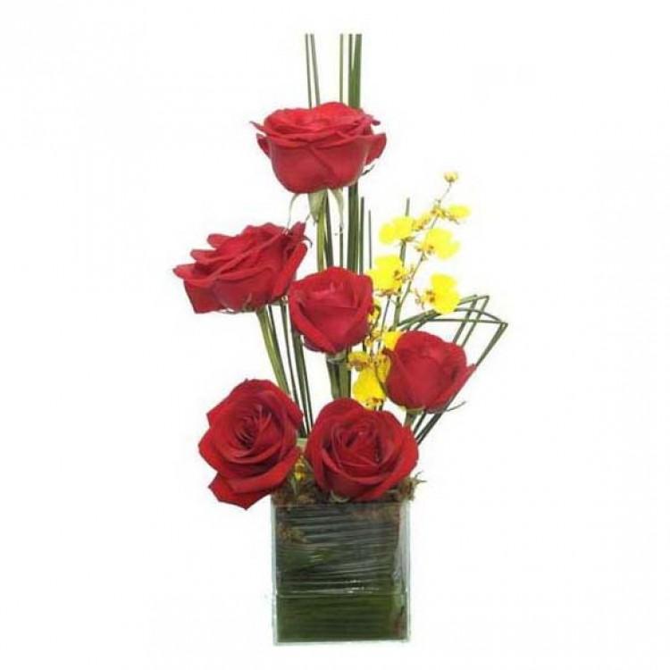 Arranjo Ikebana de Rosas Vermelhas